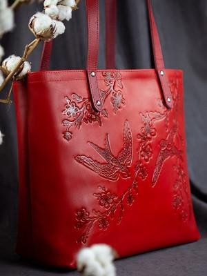 Кожаная сумка-шоппер Turtle ласточки в цветах вишни красная